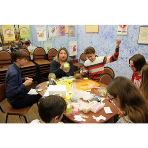 Команда «Молодежки ОНФ» в Коми провела занятие со школьниками по изготовлению подарков ко Дню матери