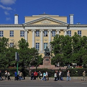 БФ «Сафмар» Михаила Гуцериева поможет приобрести оборудование для факультета журналистики МГУ