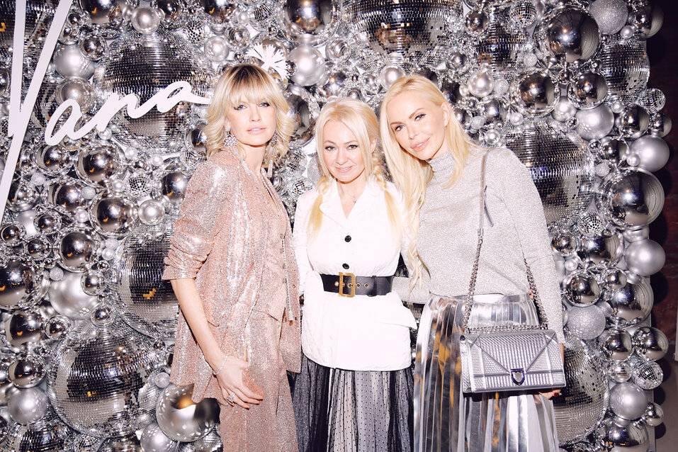 Алиса Лобанова: стильная снежинка на вечеринке Яны Расковаловой