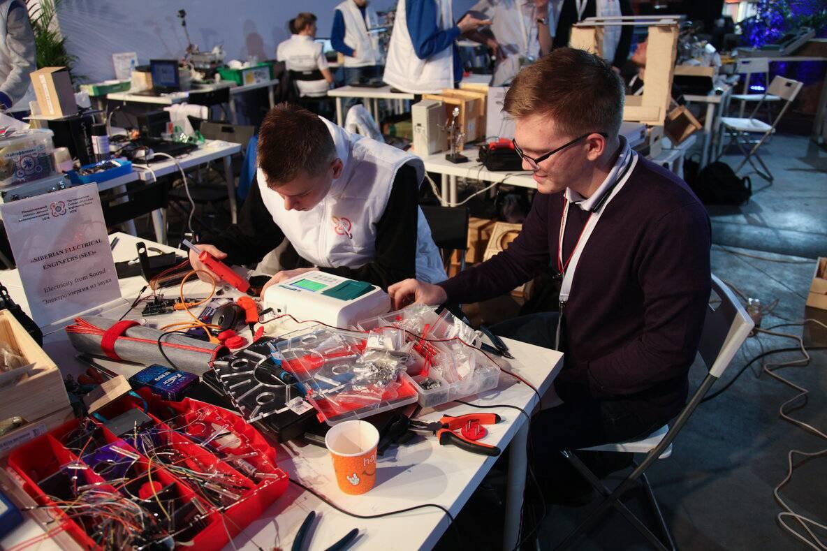 «Швабе» снабдил юных инженеров оптико-электронными и аналитическими устройствами