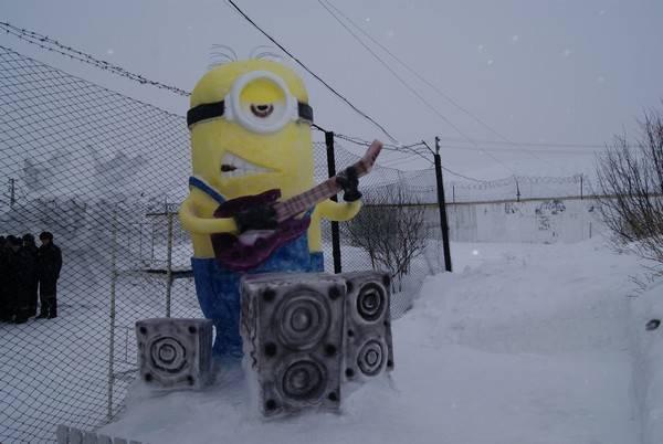 В ЛИУ-33 в преддверии новогодних и рождественских праздников прошел ежегодный конкурс ледовых фигур