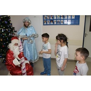 """ОНФ в Югре в рамках акции """"Новогоднее чудо"""" поздравил детей окружной больницы"""
