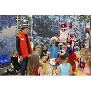 ОНФ с ребятами из Центра социальной помощи семье и детям приняли участие в «Новогодней ярмарке»