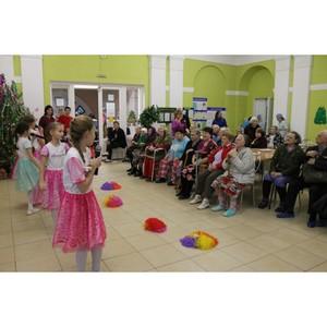 Волгоградская команда «Молодежки ОНФ» организовала праздник для пациентов геронтологического центра