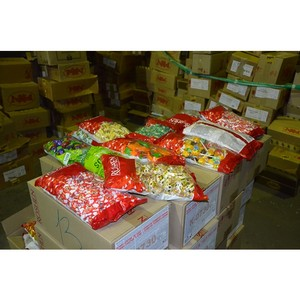 Оренбургскими таможенниками пресечен ввоз в Россию более 3 тонн украинских кондитерских изделий