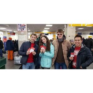 Команда «Молодежки ОНФ» на Камчатке поздравила с Новым годом и Рождеством сотрудников аэропорта