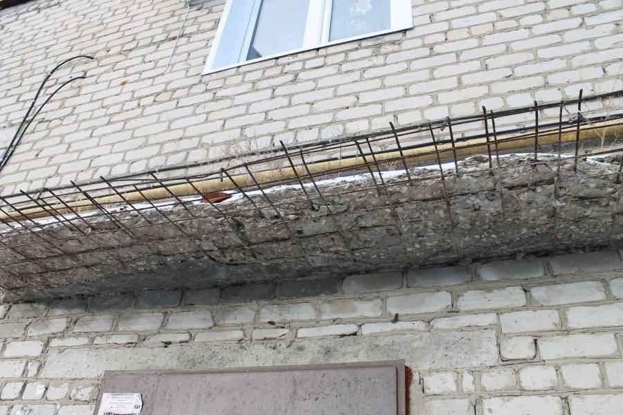 Активисты ОНФ в Мордовии обращают внимание коммунальщиков на опасные козырьки над подъездами домов