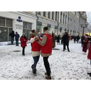 Участники московской команды «Молодежки ОНФ» присоединились к патриотической акции «Случайный вальс»