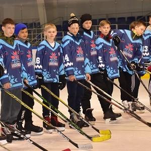 При поддержке БФ «Сафмар» Михаила Гуцериева стартовал хоккейный турнир «Кубок Надежда»
