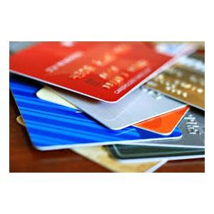 Чаще всего россияне используют банковские карты при оплате товаров и услуг