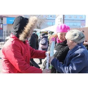 Команда «Молодежки ОНФ» в Туве поздравила жительниц Кызыла с Международным женским днем