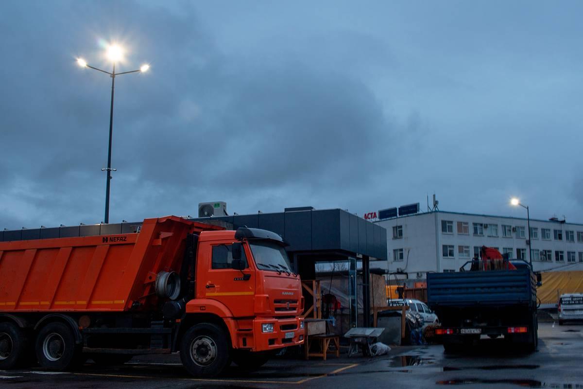 Освещение прилегающей территории сервисного центра, обслуживающего авто Камаз