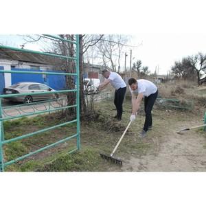 В Волгограде активисты ОНФ отремонтировали детскую площадку в Краснооктябрьского района