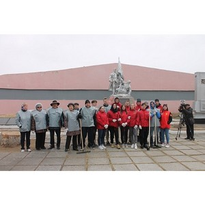Амурские активисты ОНФ привели в порядок территорию мемориального комплекса в Благовещенске