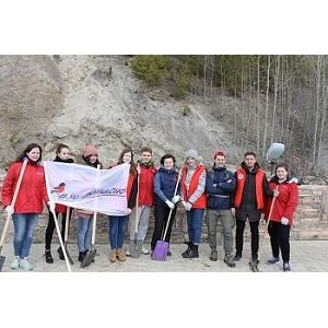 «Молодежка ОНФ» в Югре провела субботник в Археопарке Ханты-Мансийска