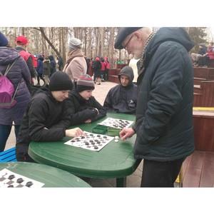 Мастер-класс по шахматам провели тюменские общественники для жителей города