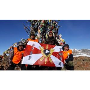 Ветераны СОБР Тувы покорили гору Уш-Монгулек