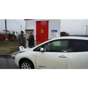 Первый липецкий электромобиль заправился на зарядной станции
