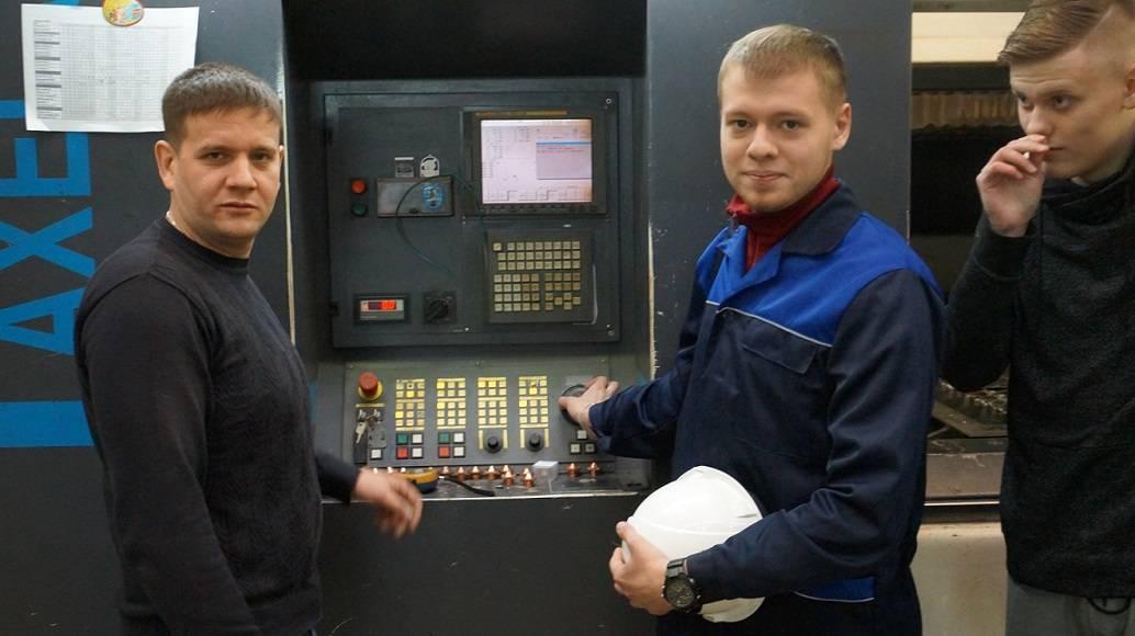 Студенты Уральского железнодорожного техникума на практических занятиях в РЦЛТ
