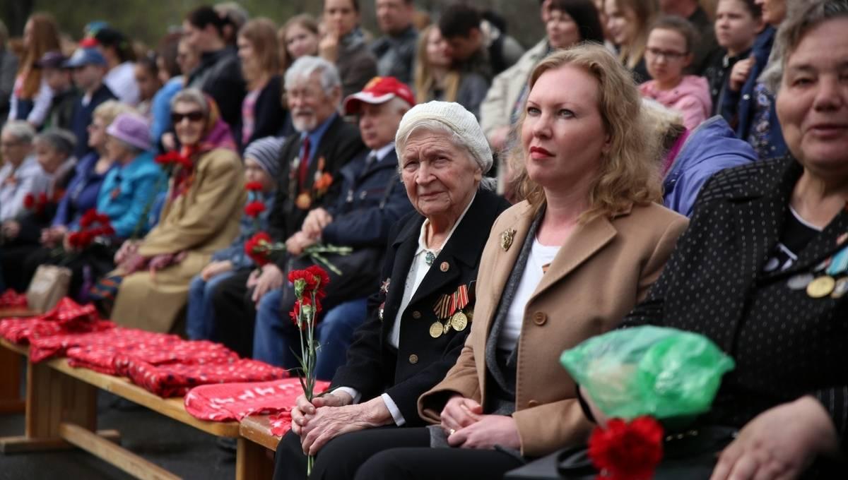 На площади перед вузом прошло празднование Дня Победы