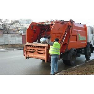 ировска¤ область: из-за паводка мусор перемещаетс¤ в реку