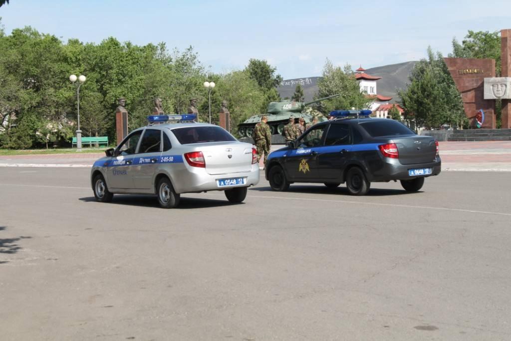 Росгвардейцы Тувы совместно с управлением внутренних дел по Кызылу провели гарнизонный развод