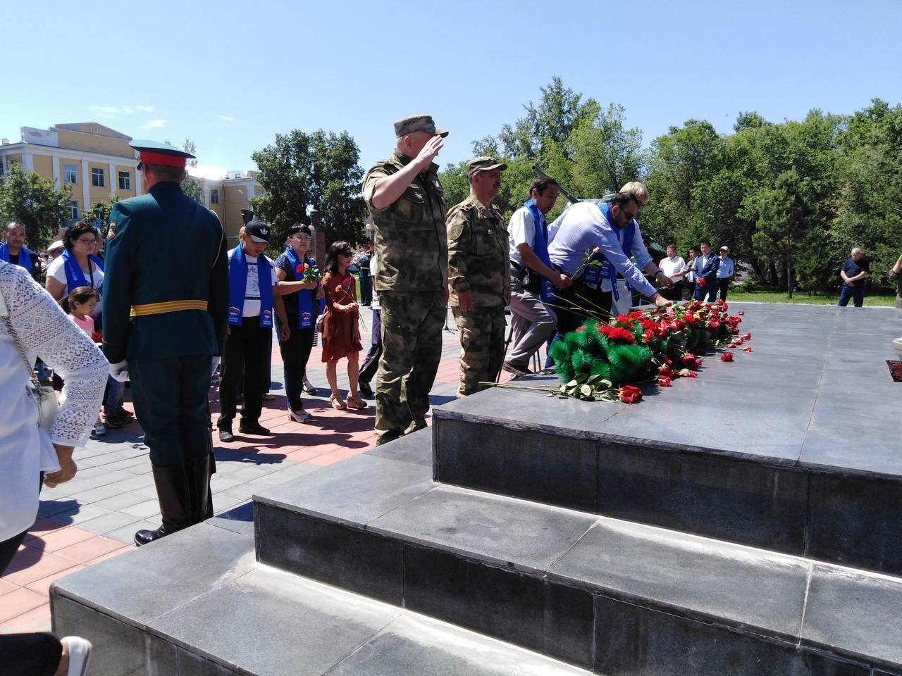 Росгвардия Тувы приняла участие в общероссийской патриотической акции «Горсть памяти»
