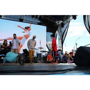 «Молодежка ОНФ» организовала конкурс танцев среди участников фестиваля воздухоплавания в селе Ыб