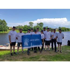 Специалисты «Тверьэнерго» стали участниками чемпионата Тверской области по гребле на лодках «Дракон»