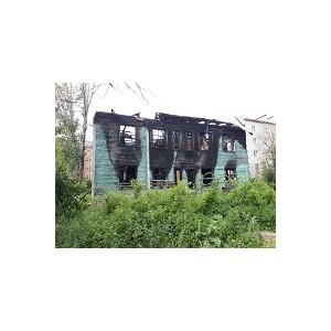 арельские активисты ќЌ' призвали власти ѕетрозаводска снести сгоревший дом в центре города