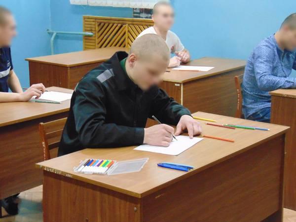 В кемеровском СИЗО-1 клинический психолог Даниил Гордеев отучал подростков от вредных привычек