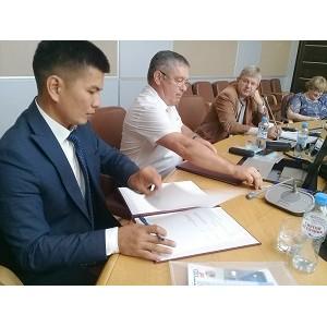 Бизнес-омбудсмен Оренбуржья подписал меморандум о взаимодействии с предпринимателями г. Байконура