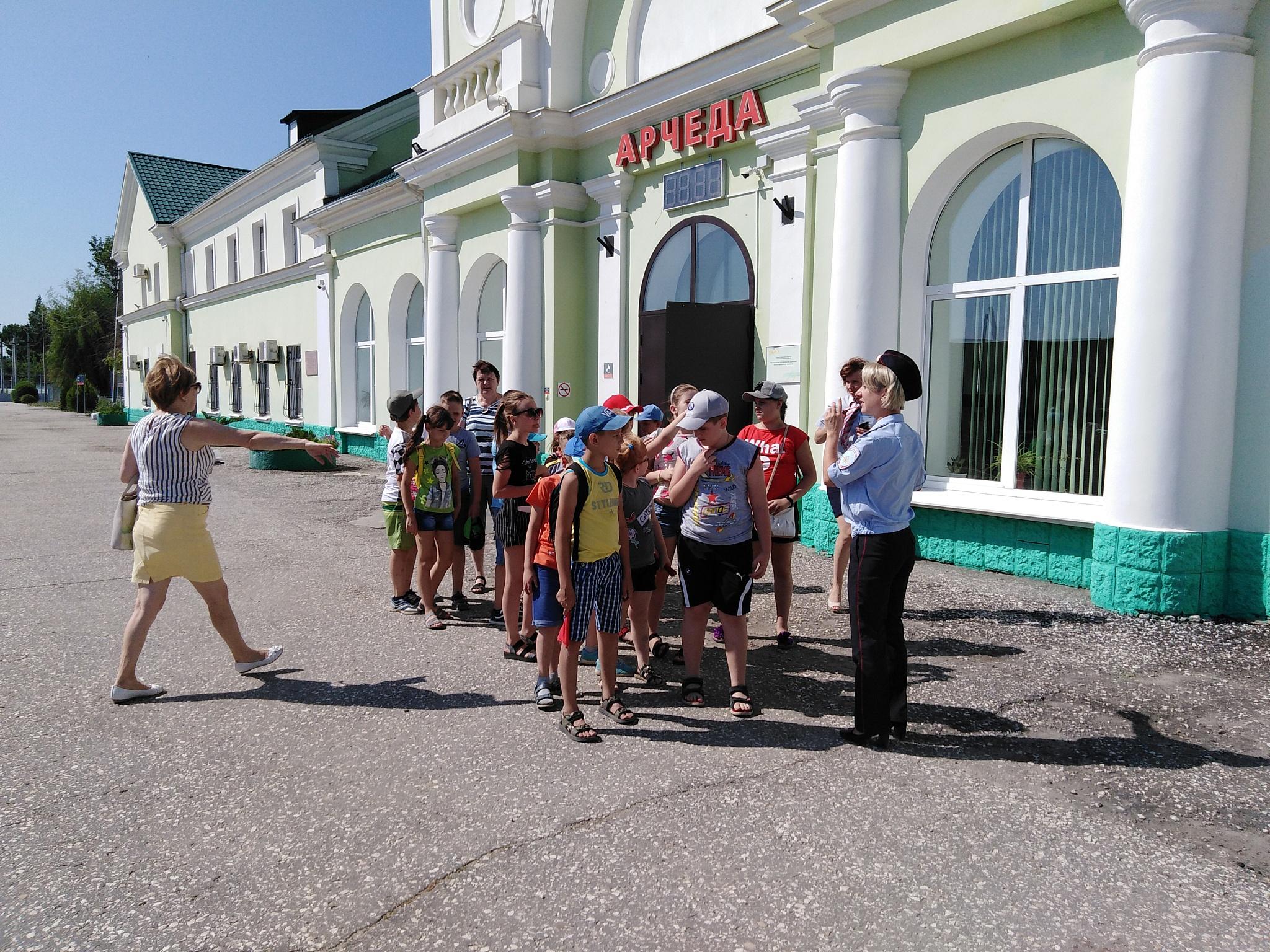 В Волгограде сотрудники транспортной полиции провели экскурсию для детей