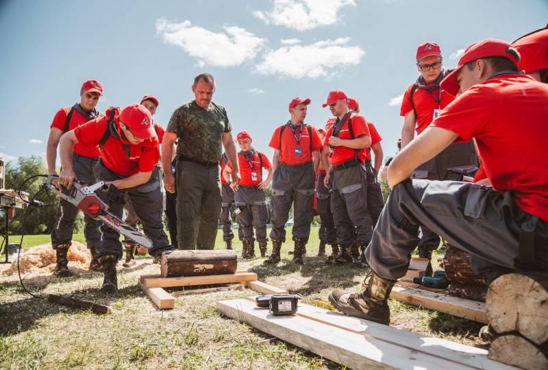 Участники форума «Рубеж» обучились столярному делу и разработали идеи для экопакетов
