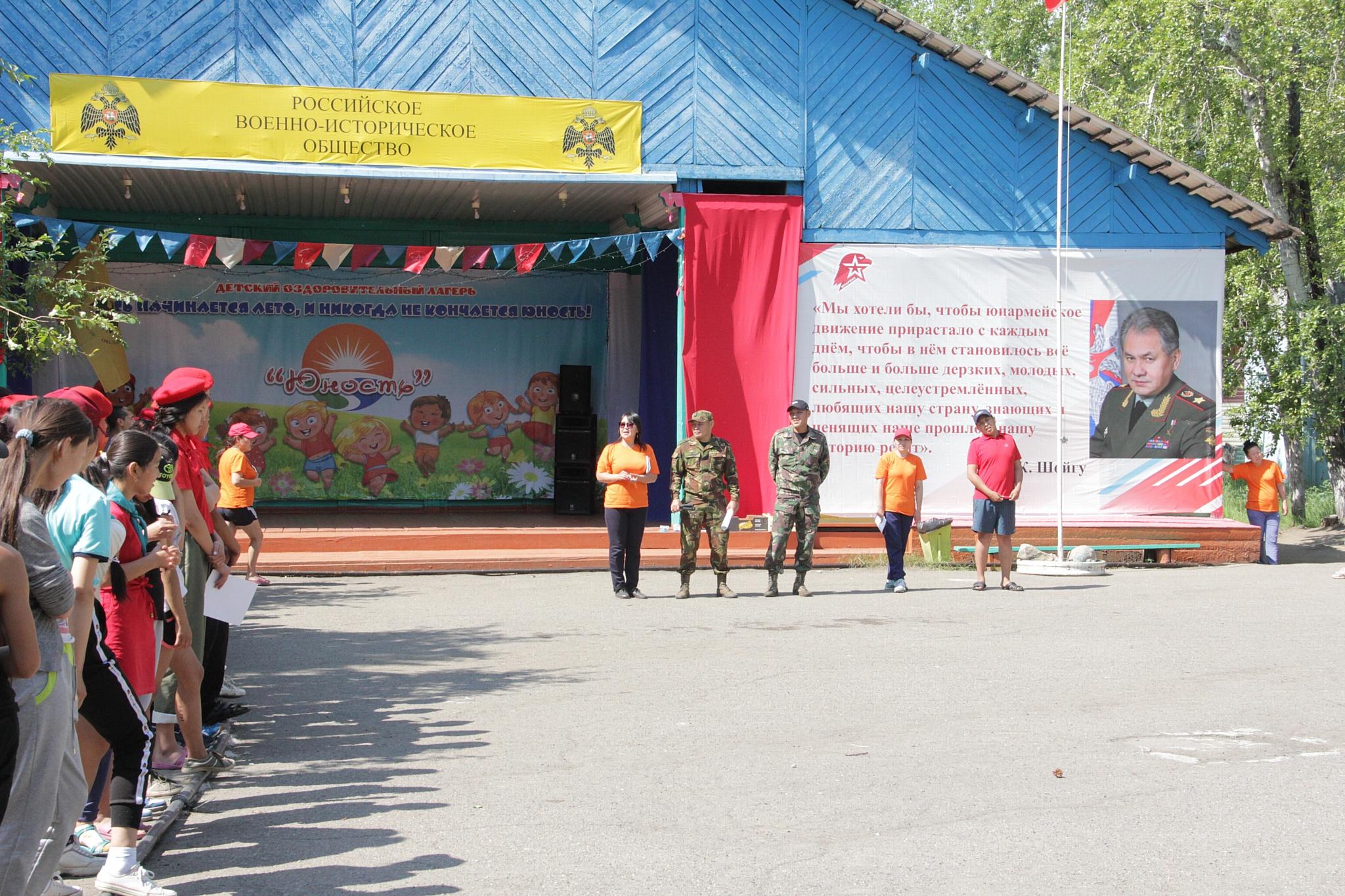 Акция «Прокачай лето»: воспитанники детского лагеря «Юность» познакомились с бойцами ОМОН