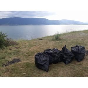 Активисты ОНФ в Туве провели субботник на территории озера Чагытай