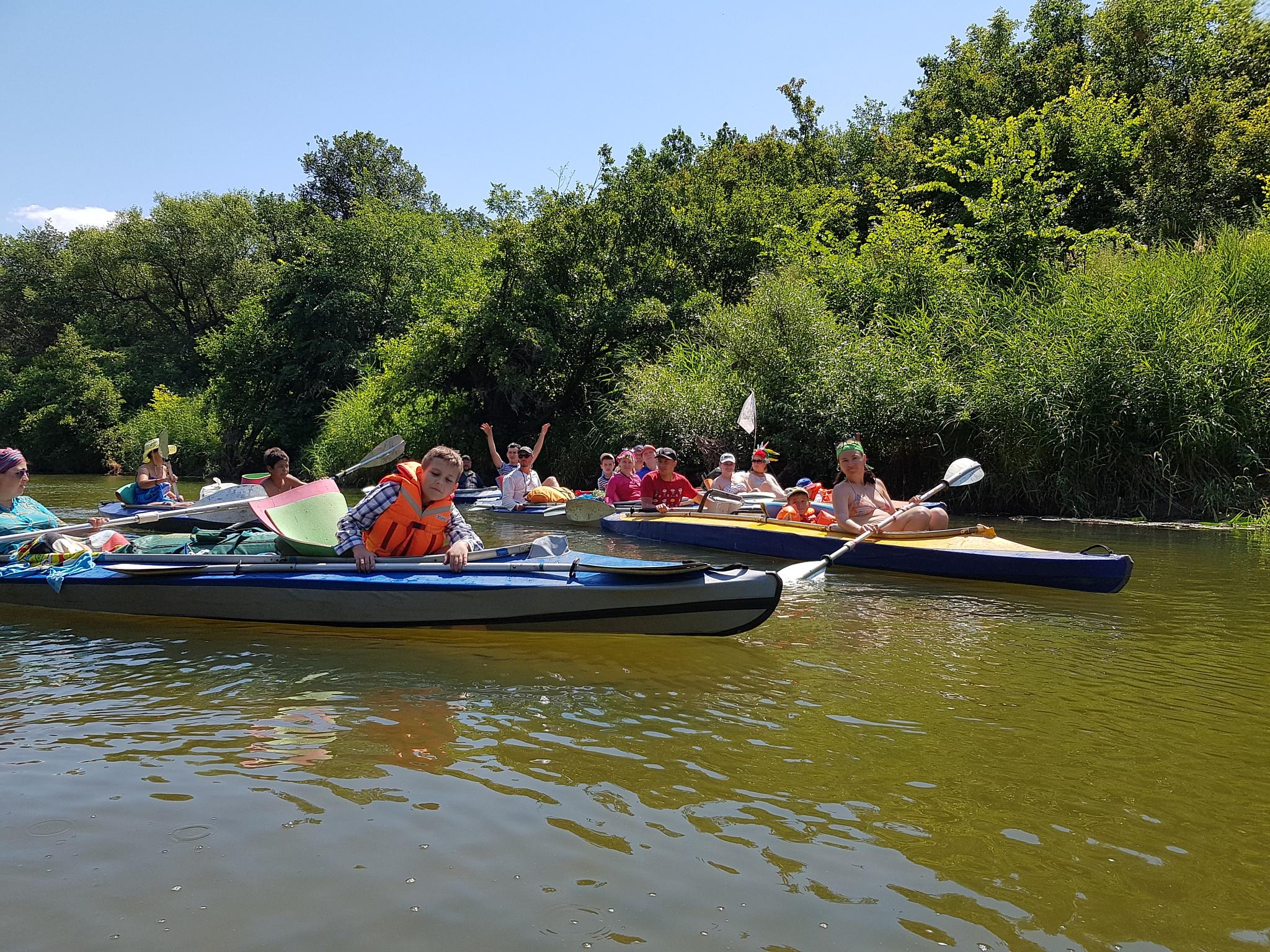 Саратовские нефтяники с семьями покорили реку Медведицу