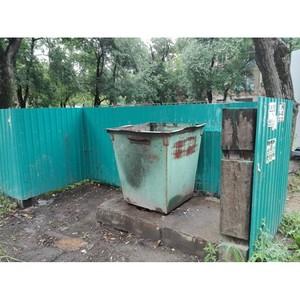 ѕосле вмешательства ќЌ' коммунальщики Ѕлаговещенска очистили две контейнерные площадки