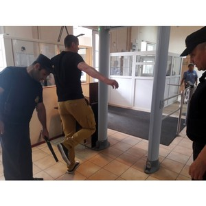 Сахалинцы 863 раза пытались пронести в суд запрещённые предметы