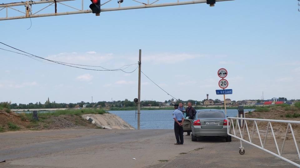 Министр транспорта РФ осмотрел астраханскую переправу в Красном Яру