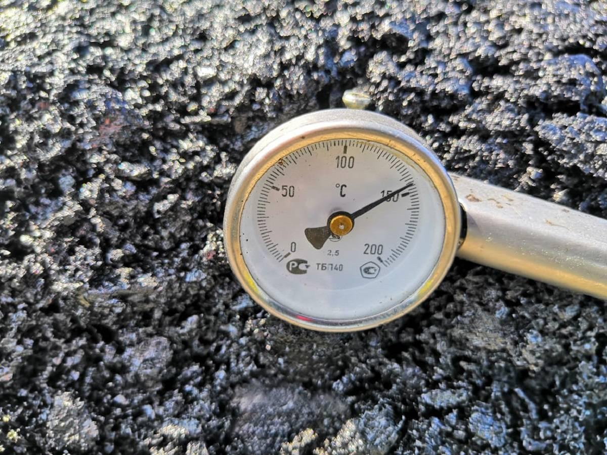 Дорожники приступают к нанесению верхнего слоя покрытия на 297-309 км трассы «Иртыш»