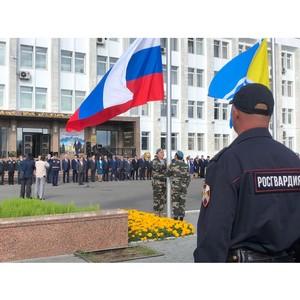 Росгвардия по Туве приняла участие в торжественной церемонии поднятия флагов