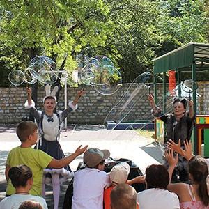 Ставропольская краевая клиническая специализированная психиатрическая больница. Шоу мыльных пузырей в детском отделении Ставропольской психбольницы