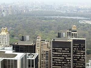 Как использовать бесплатную энергию ветра в городах? Солнечно-ветровые турбины на крыше высотного здания