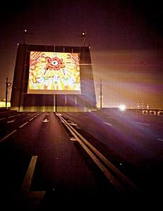 ВИКИНГ раскрасил Дворцовый мост граффити