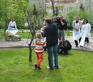 Компания «Сибирский источник» приняла участие в создании «Цветущего сада»