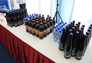 Участники Мирового политического форума в Ярославле пьют натуральный квас вместо колы