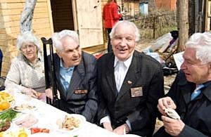 В Казани ветеранов поздравляют не словом, а делом