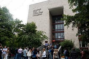 Лучшие студенты Академии Труда и Социальных отношений получили сертификаты на именные стипендии