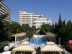 75% отдыхающих желают посетить крымский Парк-отель «Марат» снова